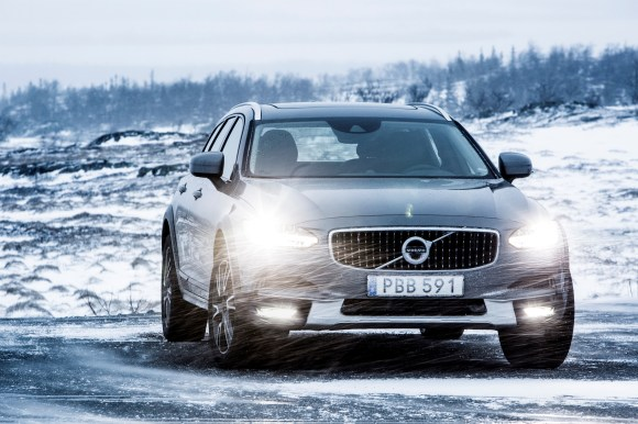 203739_Volvo_V90_Cross_Country.jpg